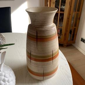 Skøn RETRO West germany vase fra 50-60'erne nr 526-35  Randers NV  ofte københavn   Til salg på flere sider