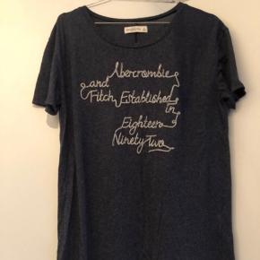 Fin og blød t-shirt. Brugt meget lidt.   #Secondchancesummer