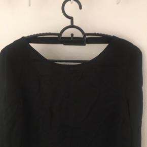 Super lækker kjole med v i ryggen  L 90 B 2*45   #30dayssellout