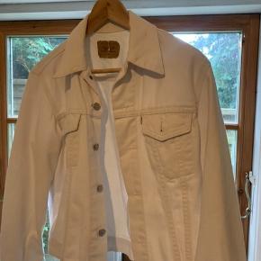 Vintage white Levi's denim jacket