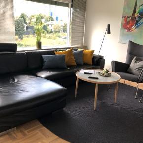 Sort skind sofa model Umbria fra Indbo Ribe