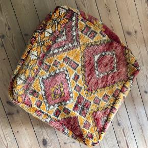 Marokkansk puff i skønneste farver. Sælges uden fyld