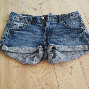 Shorts fra H&M str. 36. Brugt få gange byd.