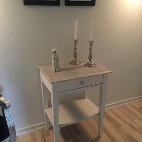 Gammelt smukt skuffe møbel sælges , skal ses er rigtig fint til en gang eller værelse