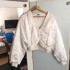 Cropped Vintage satin jakke, med fedt ryder mønster syet i stoffet