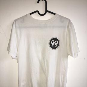 Sælger min højt elsket soulland x rezet store t-shirt, da jeg dsv ikke får den brugt længere.   Nypris var 500kr Mp 200kr Brugt en del, men intet som betyder noget for trøjen.  Str. Xs (herre model)