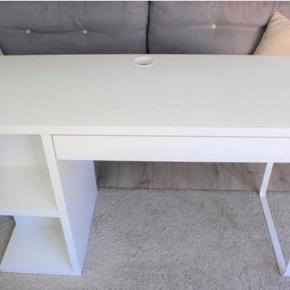 Micke desk from ikea. The difference is that it has the shelves on the right side :) New price: 500 DKK. Pick up in Aarhus V, Ryhavevej :)