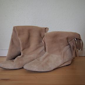 Fine støvler med fryns fra Ganni