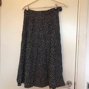 Fin halvlang nederdel. Aldrig brugt   Tags: Zara, ganni, h&m, Envii, neo noir