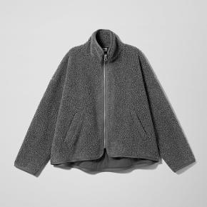 Sælger denne super fede mørkegrå teddy jakke (frigg Pile jacket) fra weekday np 500
