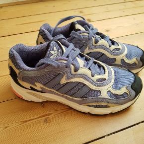 Super fede Adidas Temper Run. De er brugte, men i super fin stand og med ret få brugsmærker. Str. 40. Byd gerne! Skal bare sælges til én, der kan få glæde af dem. 🌸