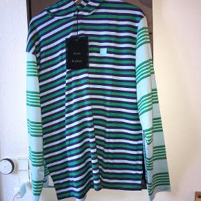 Helt ny trøje fra Acne Studios. Desværre et fejlkøb. Lækker, tynd hoodie, med Acnes ikoniske smilet broderet på højre bryst.