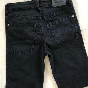 Varetype: Shorts Farve: SORT Oprindelig købspris: 200 kr.  Aldrig brugt.  40pp  Bytter ikke, handel via ts betaler køber de 5% i gebyr.