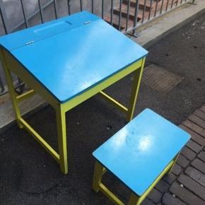 Skrivebord pult og stol i træ til barn - fast pris -køb 4 annoncer og den billigste er gratis - kan afhentes på Mimersgade 111 - sender gerne hvis du betaler Porto - mødes ikke andre steder - bytter ikke