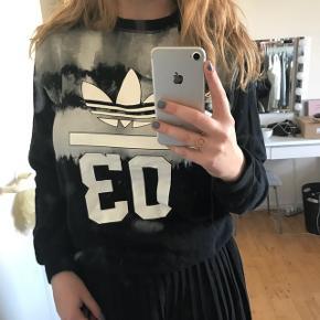 Sweatshirt fra Adidas. Brugt meget lidt
