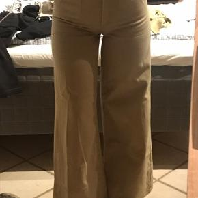 Bukser fra Weekday. Max brugt 4 gange