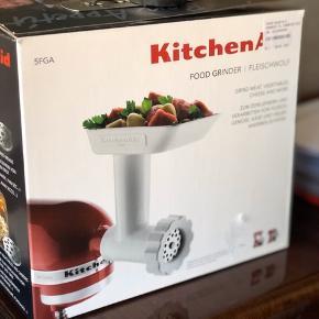 Helt ny, købt som gave til en veninde som ønskede sig Kitchen Aid køkkenudstyr - men som ikke havde maskinen 😂 Og kan ikke byttes da butikken er lukket - derfor har du nu muligheden for at gøre et godt køb 😋