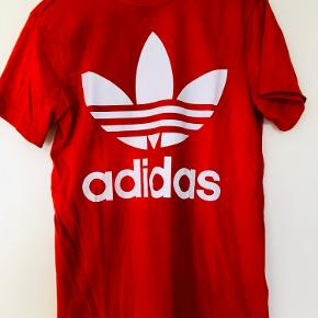 Tshirt brugt en gang. Rød/orange.