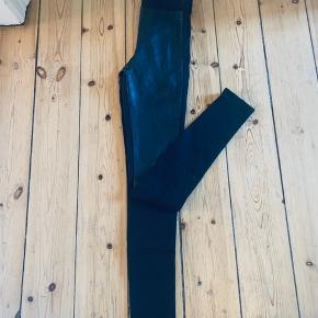 Læder look foran og stof bagpå - High waist