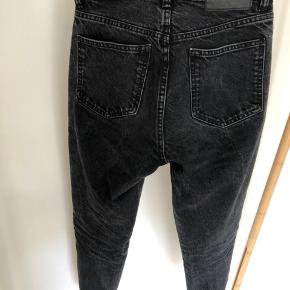 Jeans with a high waist. 100% ecologically grown cotton. Size 34.