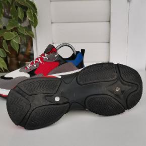 Fede platform sneakers i str. 37. Aldrig brugt