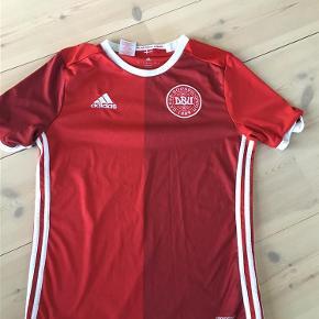 Varetype: Fodboldtrøje Størrelse: 13-14 Farve: Rød