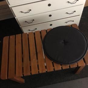 Unikt møbel - brugt som bænk men kan også bruges som bord 68 lang 38 bred og 42 højt