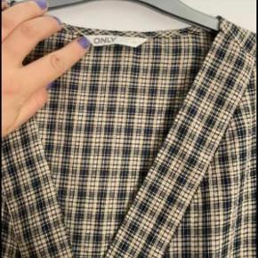Hverdags kjole med flotte print sælges