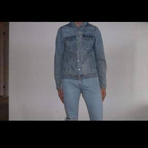 Sælger just junkies sæt bukserne er str 28/32 jakken str s sender gerne det kan både købes i sæt og dele BYDå