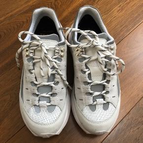 Super fede sneakers fra Ganni. Str. 37 Brugt 4 gange - fremstår som nye.  Nypris 2500 kr.  Mp. 1500 kr.
