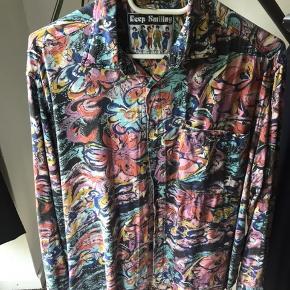 Knæ høj karse skjorte!😎🤙🏻  Fitter Medium.   Giver mængde rabat.  #trendsalesfund