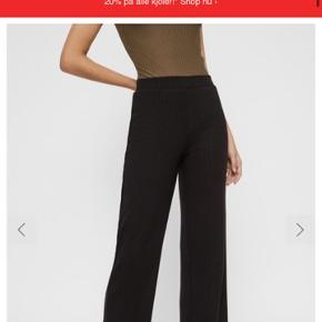 Jeg sælger de populære bukser fra pieces, da jeg ikke får dem brugt nok☺️