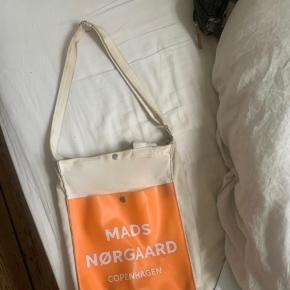 Mads Nørregaard skuldernet:)) Mega sejt! Lidt slidt, deraf kommer prisen:)