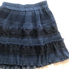 Ganni nederdel aldrig brugt passer en 34-38 da det er elastik