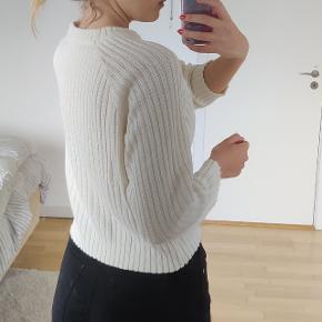 Strik sweater/bluse fra Monki i råhvid farve