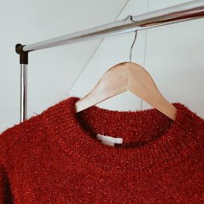 Rød glimmer trøje fra H&M