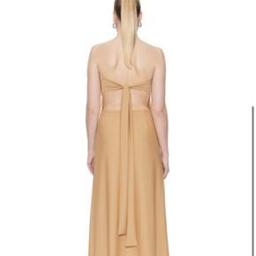 UDSOLGT sp kjole Brugt få gange. Smukkeste kjole fra saks potts, sælges i str 2 passer en 36 - justerbar på ryggen så kan både svinge til en 34 & 38.  Sælges kun til rette pris