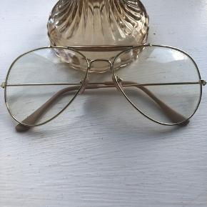 Retrobriller uden styrke. Kan afhentes på Amager eller sendes mod betaling.