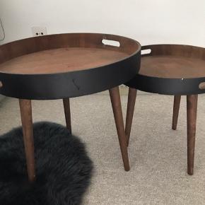 2 styks hjørneborde til salg i brun/sort.  Begge to for 280 kr- afhentes selv i Hillerød.