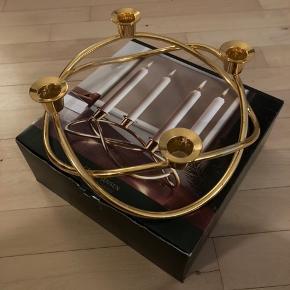 Georg Jensen lysestage i stål belagt med 24 karat guld. Har lidt ridser og stearin rester/pletter.