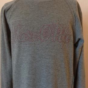 Kjole fra Marc O'Polo. Farven er dusty oliv melange. Str. 152 - 12 år. Er som ny, brugt få gange. Længde på kjolen: 78 cm. Kommer fra et ikke ryger hjem. Afhentes i 2990 Nivå eller sendes mod betaling
