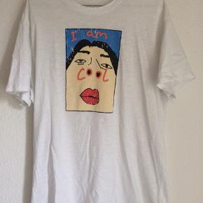 """Fed t-shirt fra Kina and Tam.  Har """"huller""""/slidt look i halsen, men det er meningen!  Jeg har brugt den som en oversized t-shirt. Passer xs-m.   #sundaysellout"""