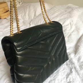 Sælger min mørkegrønne Loulou med guld hardware. Tasken er købt i juni og næsten ikke brugt, så den fremstår som ny.