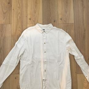 Super flot skjorte fra weekday brugt meget få gange