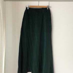 Grøn nederdel fra Malene Hocke i 100% silke str. S