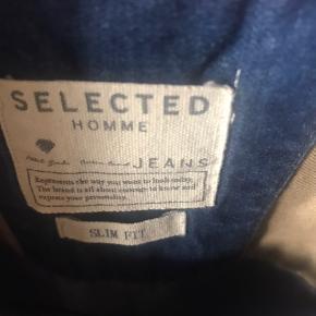 Cowboyskjorte brugt få gange. Fejler intet - er som ny. Kr. 100 pp
