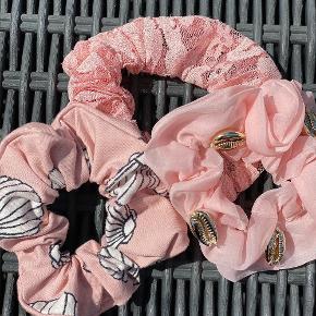 Flotte luksus scrunchies fra Message in a bottle. Super kvalitet og produceret i Danmark. Sommer udsalg: 3 pakke frit valg 70 kr . Porto 10 kr.