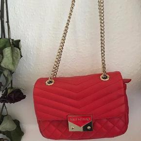 Lækker valentino taske, skriv så finder vi en pris:) Er måske interesseret i at bytte💗