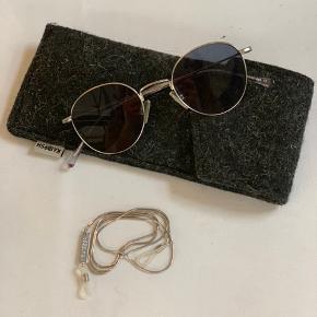 Super fine solbriller fra Kaibosh. Etui og brillesnor som på billede medfølger.   OBS, de befinder sig i Aarhus. Kan komme til København efter aftale eller sendes.