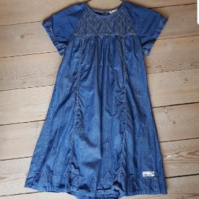Super flot kjole Fra Pompdelux  Str 9-10 134/140 Som ny.
